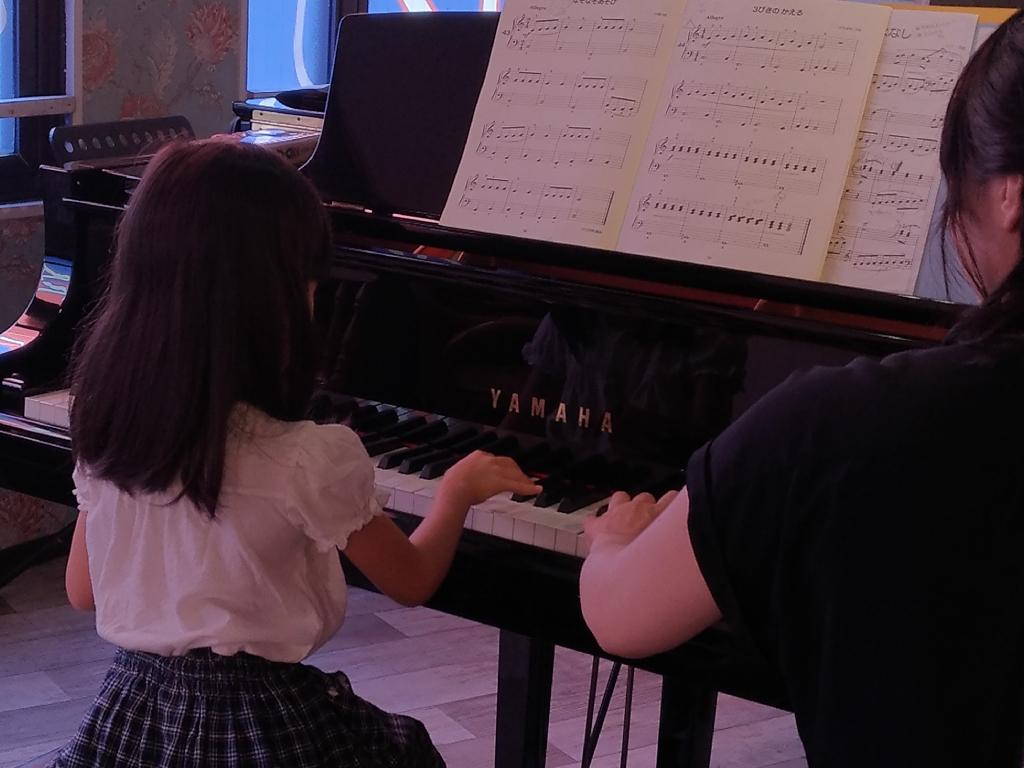 アンネの音楽教室 ピアノ女子